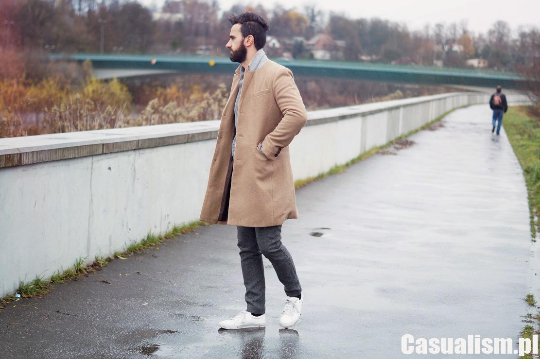 Beżowy płaszcz męski