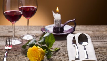 romantic-dinner-setting