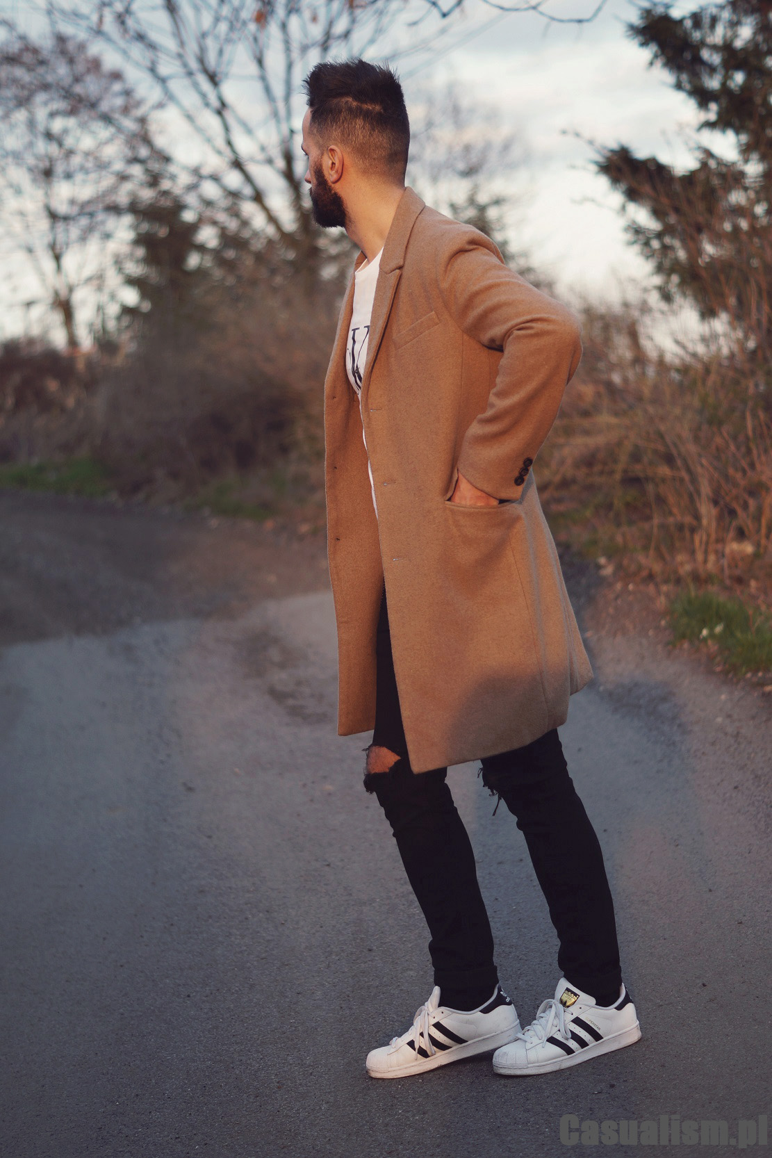 Piaskowy płaszcz na wiosnę, beżowy płaszcz męski. Męski płaszcz camel, płaszcz camelowy męski.