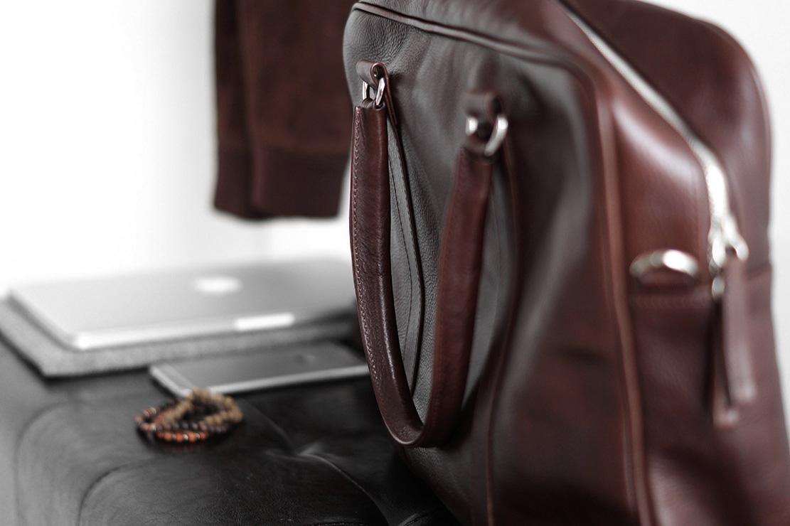 Męskie torby skórzane, skórzane torby męskie, męska torba ze skóry, torba ze skóry, skórzana torba na laptop, torba skórzana podróżna, torba męska ze skóry, skóra torba męska.
