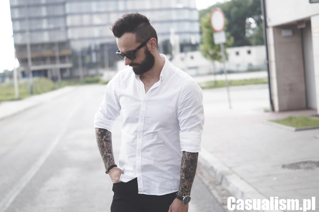 Biała koszula z jeansami Casualism Blog Moda Męska