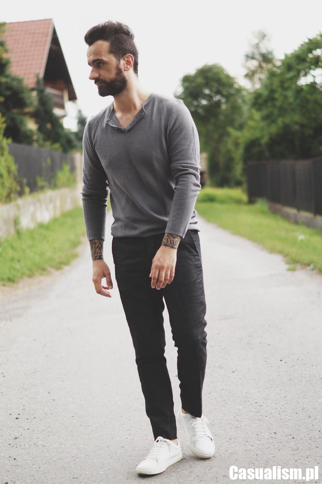 Cienki sweter męski i spodnie w kant, sweter męski cienki, sweter do spodni, jaki sweter dla faceta, szary męski sweter