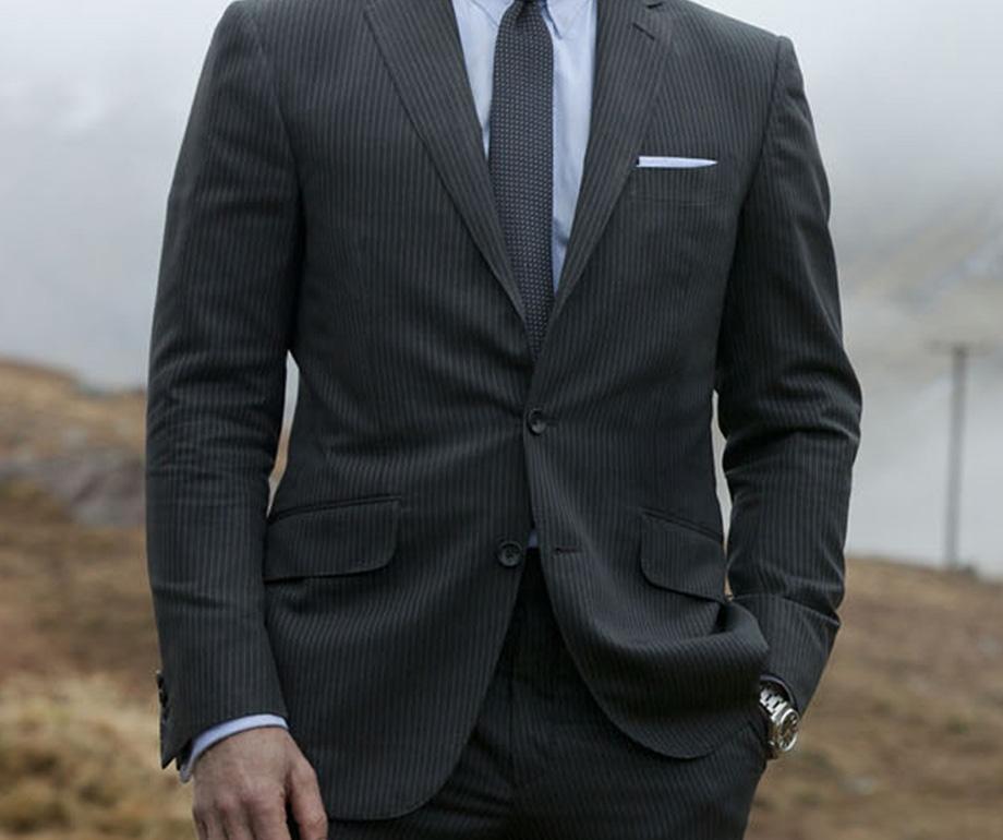 Szare ubrania eleganckie, szary garnitur męski, meśkie garnitury, szare garnitury męskie, męski garnitur sportowy, garnitur flanelowy, garnitur dla mężczyzny