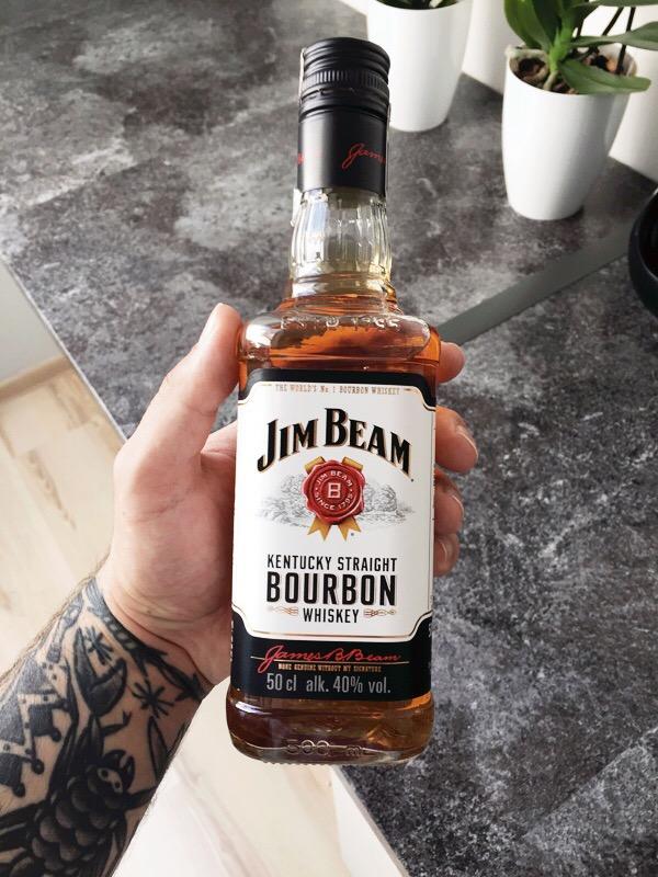 """Whisky amerykańska to jeden z ciekawszych smaków. Bardzo lubię """"dodatek"""" kukurydzy, więc czuję, że mimo mainstreamowego charakteru typowy Jim Beam na stałe zagości w moim barku."""